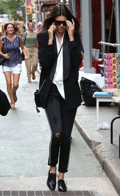 Kendall-Jenner-Oxfords-Flat-Oxfords-pGvhqiIBzBJx.jpeg 394 × 640 pixels