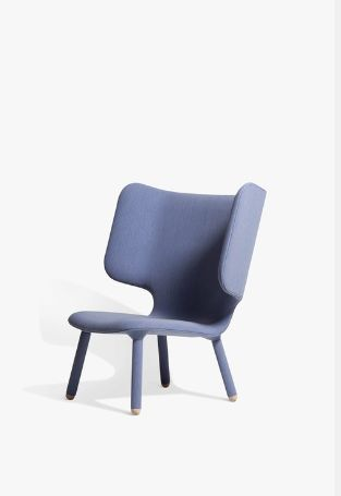 TEMBO-- - Fauteuil à oreilles - Bleu - NEW WORKS Functionally sitting between a lounger and an armchair, Tembo's extended arms invite you into its  . ...