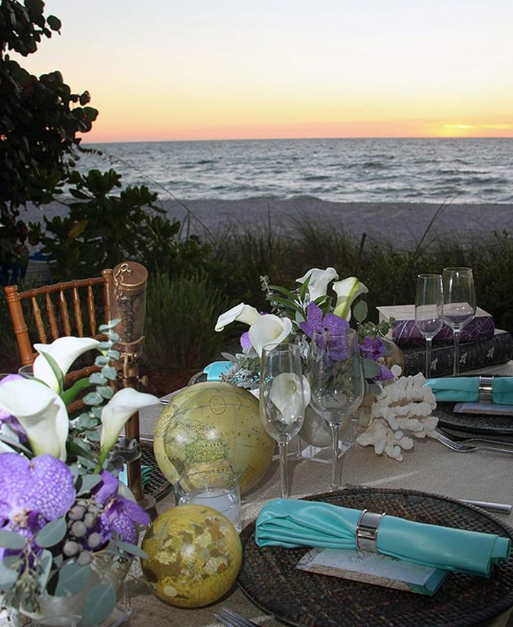 Wedding Reception Ideas: Vintage Travel Vintage globe