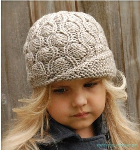 Вязание шляпки для девочки спицами Окружность шляпки — 50 (55) см. Для вязания будут необходимы: пряжа серая и бордовая – по 1 мотку (шерсть 100%, 182 м/115 г); круг. спицы — 4 мм (0,4м); чулочные обоюдоострые спицы — 4 мм; маркеры для петель. Шляпку вяжем по кругу лиц. гладью. Отворот выполняем укороченными рядами плат. вязкой. Кайму вяжем плетеным узором. Плетеный узор. Ряд 1 и 3: лиц. п.; Ряд 2: *