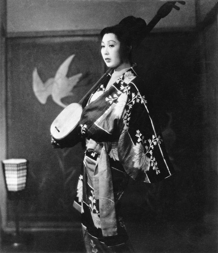 inneroptics:    Mitsuko Mito   as Ohama in Ugetsu-Dir. Kenji Mizoguchi,      Mito Mitsuko 水戸光子 (1919-1981) as Ohama in Ugetsu monogatari 雨月物語 - Director Mizoguchi Kenji 溝口 健二 (1898-1956) - Japan - 1953