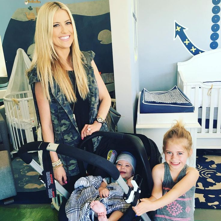 "'Flip or Flop' star Christina El Moussa reportedly ""single"" after breakup with boyfriend Gary Anderson Flip or Flop star Christina El Moussa has reportedly called it quits on her romance with the family's former contractor Gary Anderson. #FliporFlop @FliporFlop"