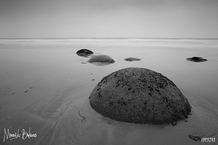 Moeraki Boulders black and white by jopetsy