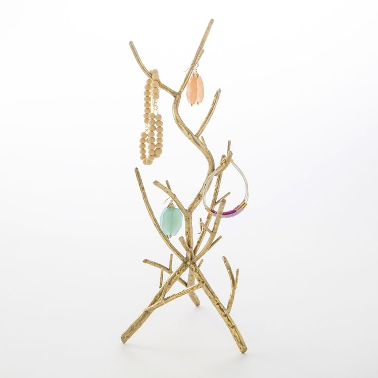 Proudly flaunt your jewelry collection with this gorgeous metal tree.