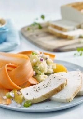 Fiskepudding med rå gulrotsalat og mandelpotetpuré