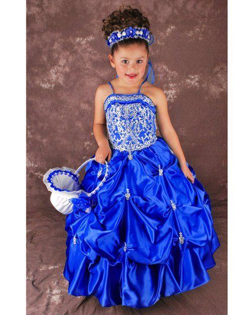 Mooi bruidsmeisje jurkje met licht blauw bovenlijfje en donker blauwe rok.