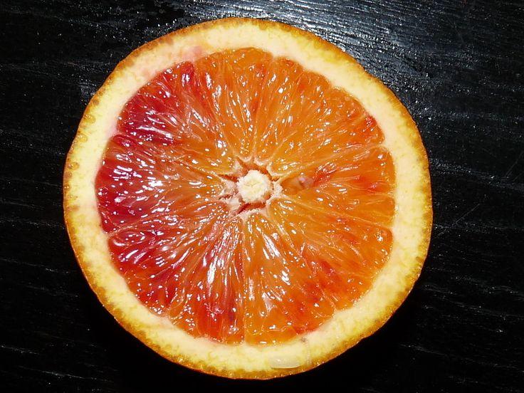 Drobné pomeranče se špatně loupou, ale mají tenkou slupku