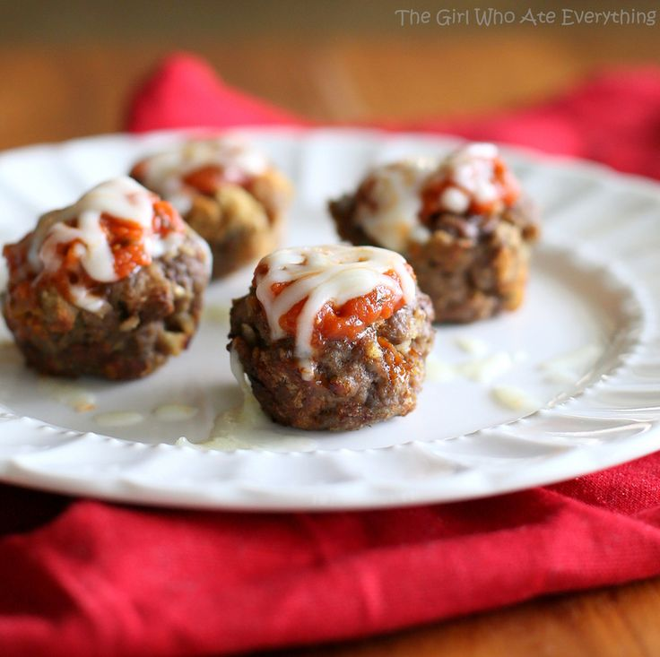 Mini Italian Meatloaves - make them muffin size or mini muffin size! {The Girl Who Ate Everything}