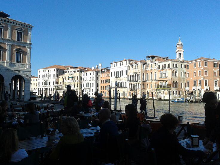 Vi va di prendere un #aperitivo con noi sul #canalgrande ?! #venezia