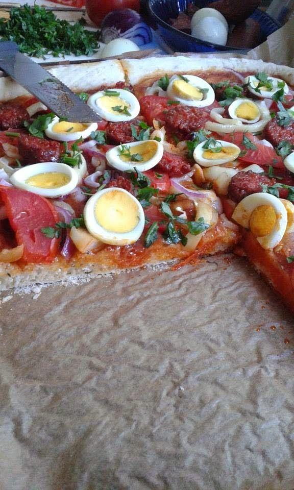 Magyaros tepsis pizza