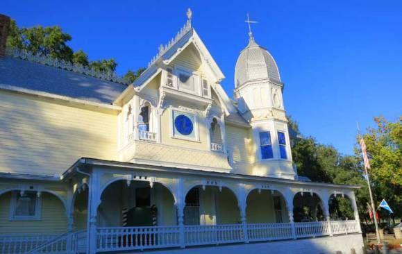 Mount Dora: Eight big weekend festivals plus year-round charm :http://www.floridarambler.com/historic-florida-getaways/mount-dora-florida-festivals/