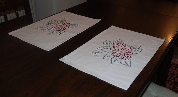 Wonderful white placemat, embroidered carefully by hand, Alexandrine flower, on cotton lined fabric.  Ideal for Christmas table or New Year's Eve table. An excellent gift for weddings. It can instantly add color to your table, serve as the perfect holiday placemats.   Excellent quality, made with care and special technique. Dimensions are 45 X 32.  Machine washable.  If you would like any specific dimensions, further quantity, another design/pattern, I will be happy to prepare something ...