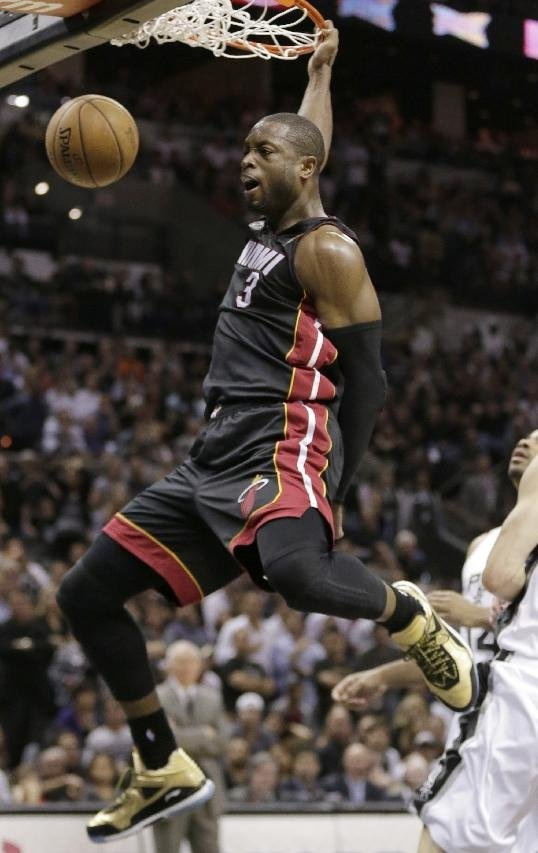 Dwyane Wade, LeBron James combine for 65 points, Heat beat Spurs in NBA Finals Game 4 - Yahoo! Sports