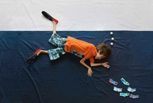 Les magnifiques clichés du photographe Matej Peljhan traduisent les rêves dun petit garçon en fauteuil roulant.
