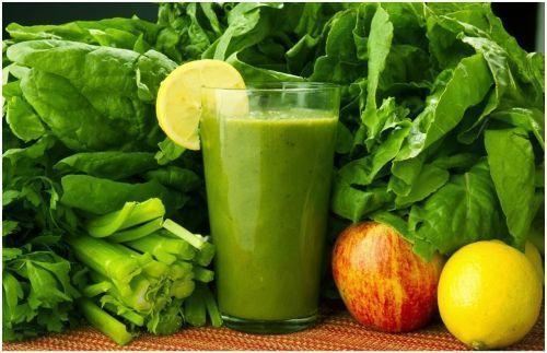 El sistema digestivo es uno de los más delicado del cuerpo humano, y diariamente comemos un sinfín de alimentos que nuestro sistema no nos agradecerá mucho, por lo que debemos tener mucho cuidado ya que al pasar lo años esto nos pasará factura. Pero hay jugos y otras bebidas desintoxicantes que pode #GreenSmoothieForSkin