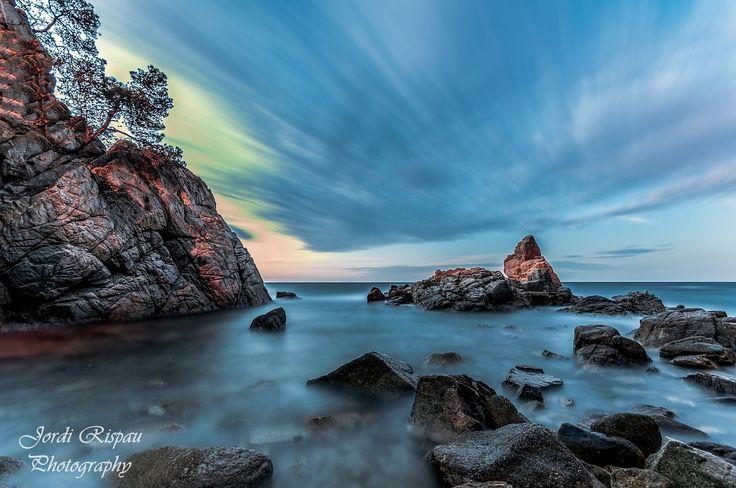Calm waters - A quiet morning in the cala trons, Lloret de Mar, a nice place to wait for the sunrise. Una mañana tranquila en la cala trons, Lloret de Mar, un bonito lugar donde esperar el amanecer.