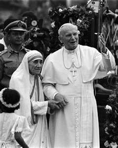Mother Teresa & Pope John Paul II, this makes my heart so happy!