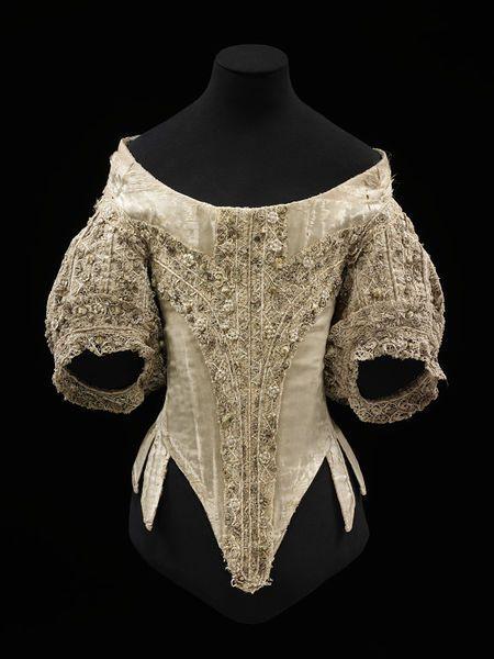 1660-1669, England - Bodice - Silk, linen, whalebone, bobbin lace, parchment, linen thread, silk thread, metal strip, hand-sewn
