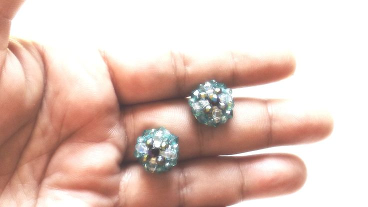 Green Swarovski little earrings di ArtigianatoLiliana su Etsy