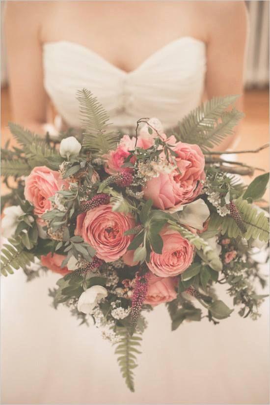 wunderbarer Brautstrauß, ein wenig ungewöhnlich...