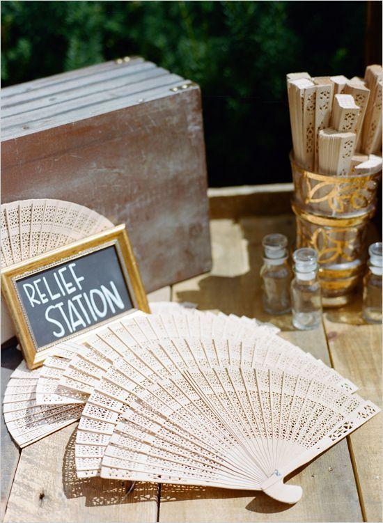 Wooden Fans Wedding Favours! #deplanv #wooden #fans #wedding #favours #rustic #wedding #musthave http://www.deplanv.com