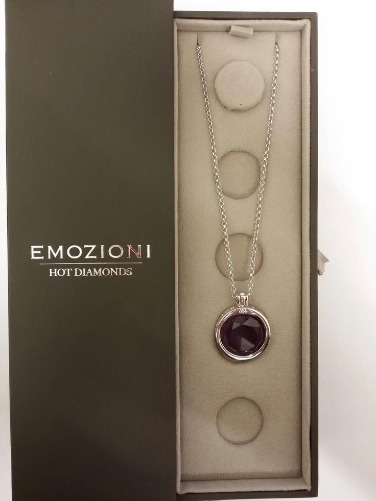Here's our next #giveaway.  #rt & #follow @PGJewellers to win this stunning #Emozioni by @Emozioni pendant. pic.twitter.com/b242jnw3ei