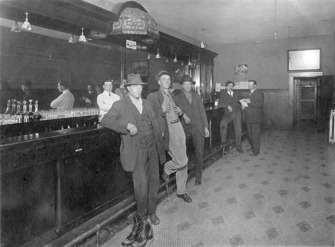 Interior of a Vancouver bar room, 1914. (Photo via Vancouver Archives)