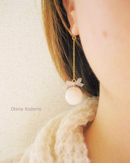 *ウールとリボンの雪の日イヤリング* by OtonaKodomo アクセサリー イヤリング