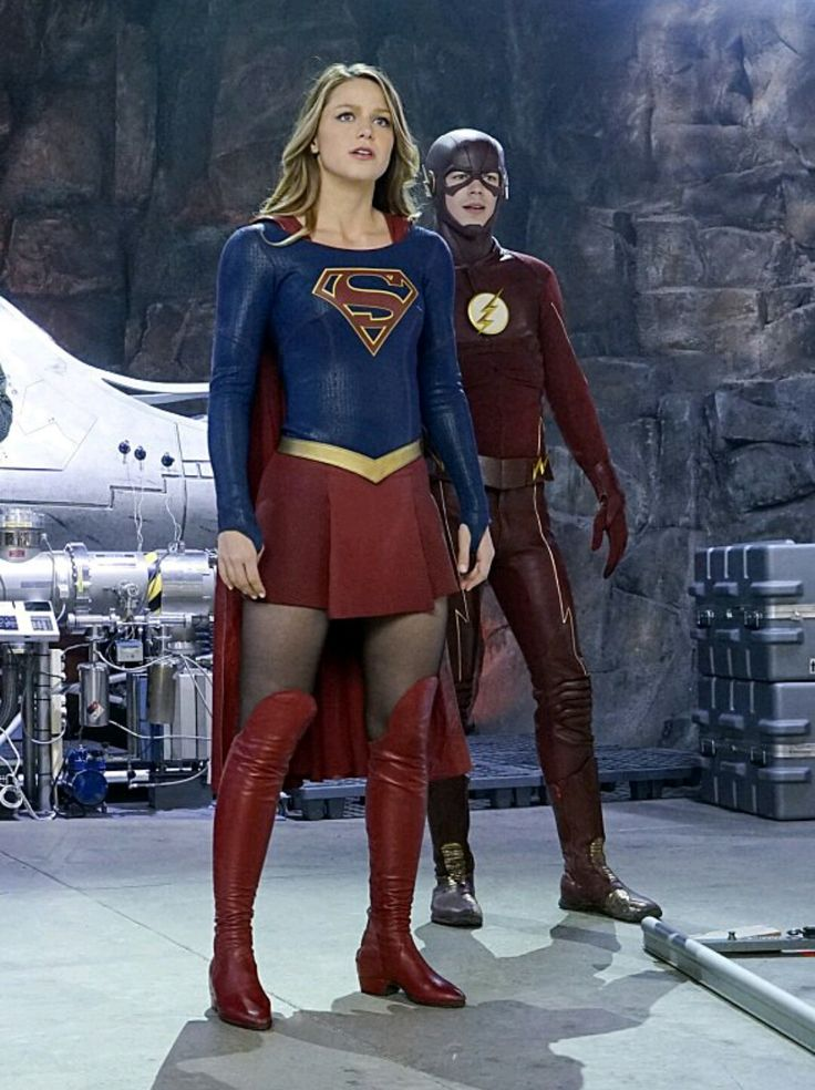 Melissa Benoist as Kara Danvers/Supergirl with The Flash in Supergirl