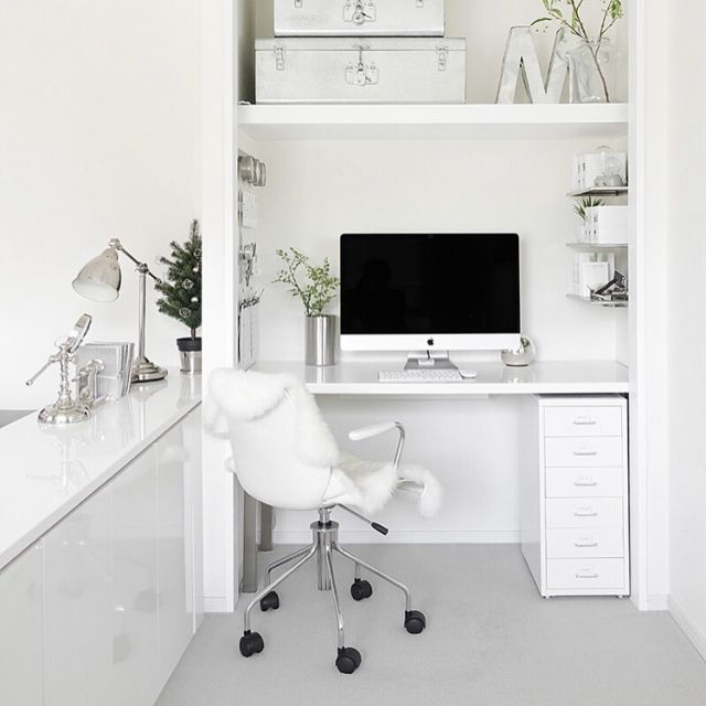 tuuliさんの、真っ白,ホワイト,観葉植物,MONOTONE,見せる収納,モノトーン,白黒,シンプル,収納,モノトーン収納,ステーショナリー,白黒収納,白黒グレー,IKEA,mon・o・tone,グレー好き,机,のお部屋写真