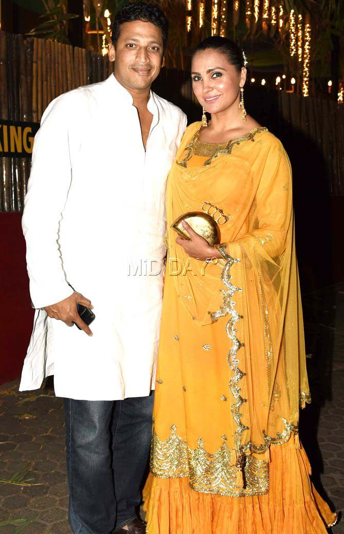 Mahesh Bhupathi and Lara Dutta happily posed for the photographers at Prithvi Theatre Festival. #Bollywood #Fashion #Style #Beauty #Hot #Sexy #Ethnic