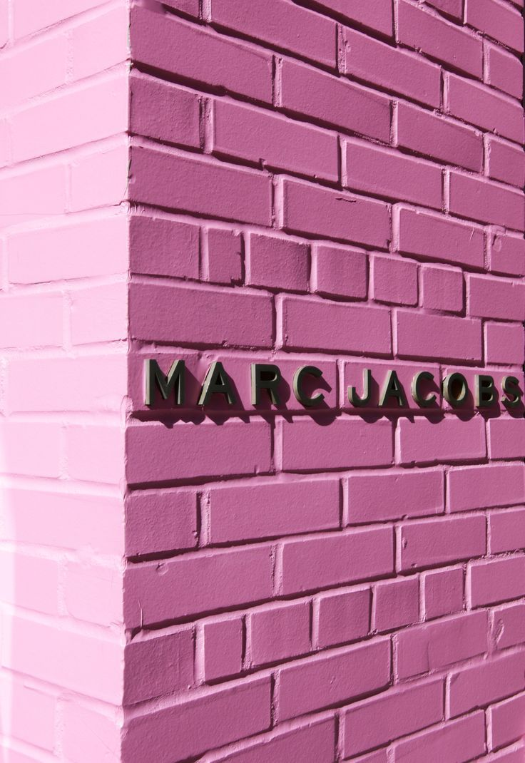 pink brick wall = instagram photo heaven.
