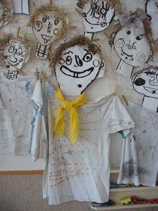 kresba tuší - obličej ježibaby, dotvoření dle fantazie dětí, lepení kousků slámy (vlasy), tělo (látka)