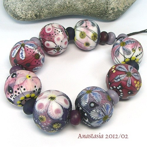 These are great... by Anastasia Beads. #lampwork #beads