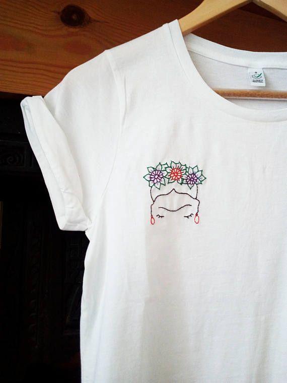 Selbstbesticktes T Shirt Quot Frida Quot Aus 100 Bio Baumwolle Cotton Embroidered Fri En 2020 Vetements Brodes Broderie Sur Vetement Broderie Et Couture