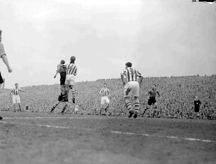 Huddersfield Town 2 Wolves 1 in April 1954. Champions to be Wolves, lose at Leeds Road #Div1