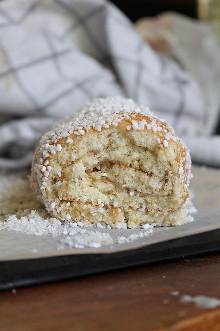 Kanelbullens dag imorgon! Då är det dags att ladda upp! Är ni redo? Har man inte tid att göra sina egna bullar så har du en rulltårta på en kvart som smakar precis som kanelbullar. Ja de smakar verkligen som kanelbullar kanske en aning luftigare. Jag har gjort ett recept tidigare som en stor tårta [...]