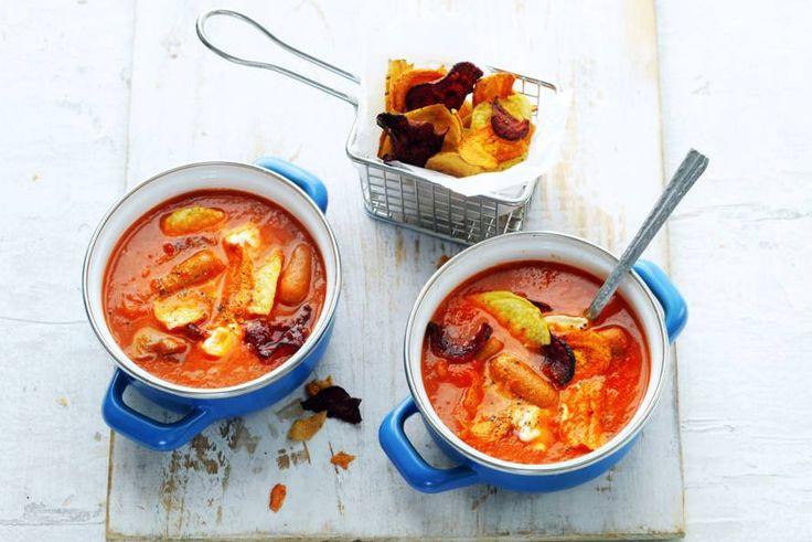 De cocktailworstjes maken pas echt een feest van deze mediterrane soep - Recept - Allerhande