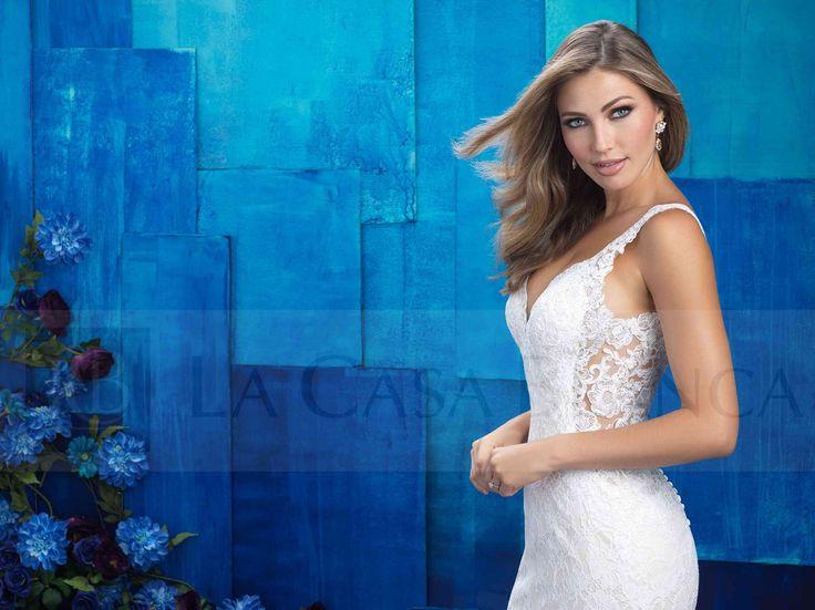 Precioso vestido de Alluré Bridals ¡Es demasiado sexy con el encaje al lado! ¿Ni les parece una maravilla? #Chile #Novias #Wedding #Love #Marriage #LCB #Vestido  #Dress #Sueño #Vsco #Vscocam #Happy #Brides #Groom #Estilo #Tendencia #Moda #Love #HappyDay #Eldíamásimportante #AmorEterno