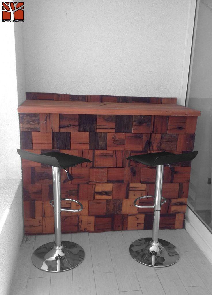 Nativo Redwood. Bar de roble rustico con base de mosaico de durmientes de roble rústico de profundidad variable. Dimensiones: 0.60x2.00x0.90 www.nativoredwood.com www.facebook.com/nativoredwood
