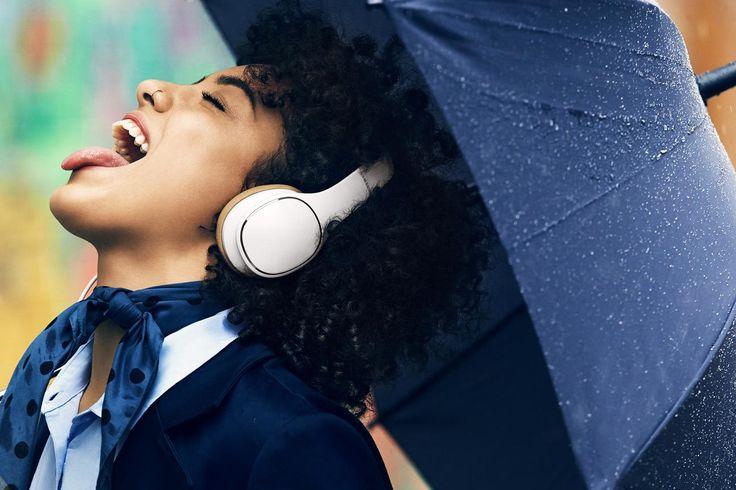 Headphones: Para ouvir e falar com estilo  -  High-Tech Girl   Auscultadores Level Over, da Samsung