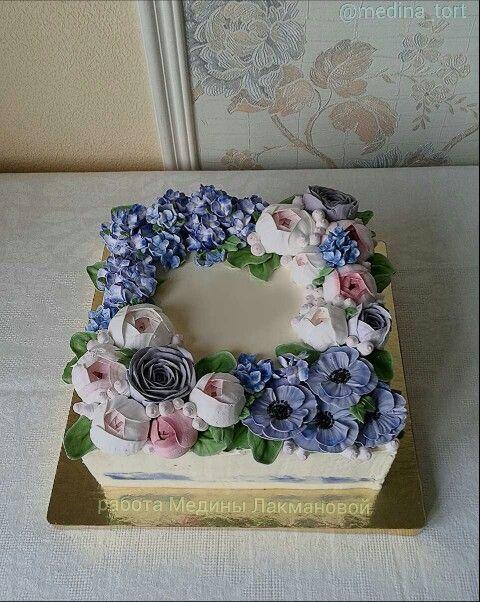 Кремовый торт с анемонами и гортензией; в инстаграмме - @medina_tort