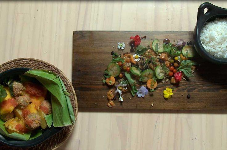 Se sirve en vasija de barro de la que asoma un plato que rinde tributo a las tradiciones indígenas y los productos autóctonos. Conózcala en 'Cocina con Historia'.