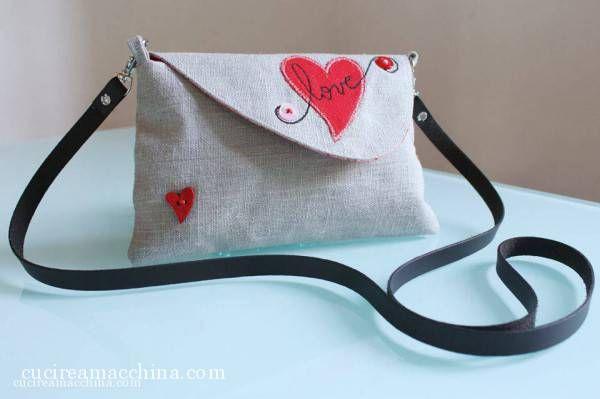 Tutorial gratuito di cucito creativo: come realizzare una borsetta a tracolla con appliqué.
