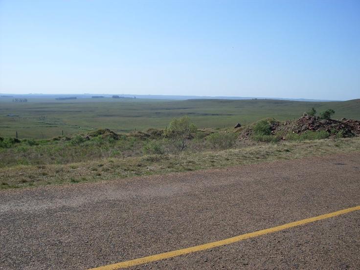 Vista de la Sierra de Salto, desde la Ruta 31 en su tramo Pueblo Biassini / Tacuarembó.