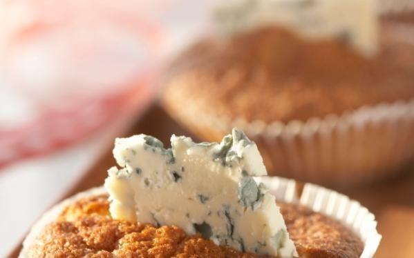 Oppskrift på Pepperkakemuffins med blåmuggost