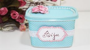 Los recipientes o envases de plástico que generalmente se usan para empacar helado, mantequilla, cremas u otros productos alimenticios, resu...