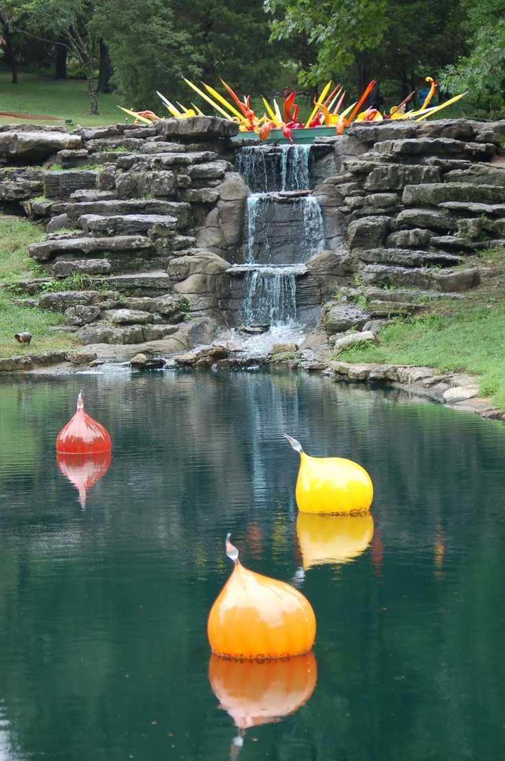 The more I see of him, the more amazed I am at Chihuly's inventiveness.