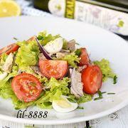 Салат из тунца с помидорами.