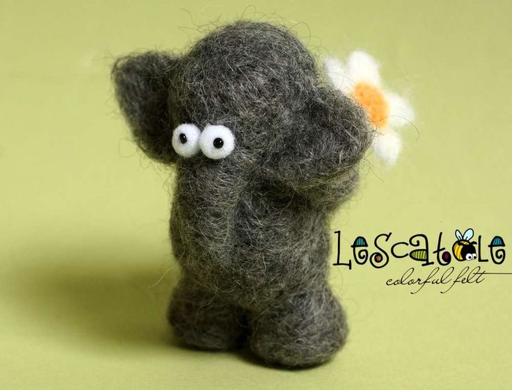 Monster & Animals - Hab-Dich-Lieb-Elefant with Daisies - a design piece from Lescatole on DaWanda
